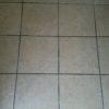 玄関のタイル掃除には「粉石けん」がおすすめ。